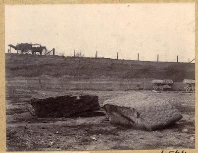 Sarsen stones around the rim of Grays Chalk Pit in 1910 Copyright: Geologists Association