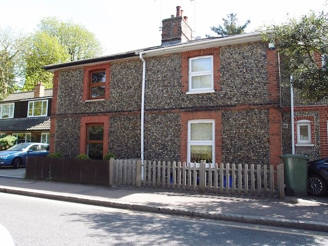 Edwardian cottages in Warley Hill faced with Warley pebbles. Copyright: Gerald Lucy