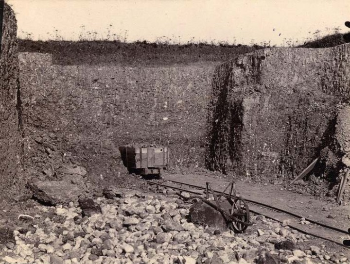 Shire Hill boulder clay pit in 1911 showing numerous erratics Copyright: Geologists Association